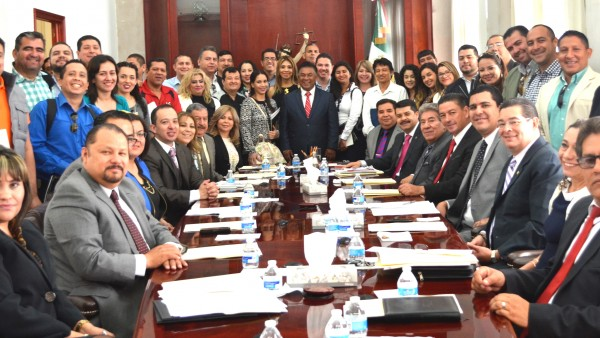 Agradable la visita de alumnos de la Universidad Autónoma de Sinaloa que vienen a conocer como operan los juicios orales en Durango.