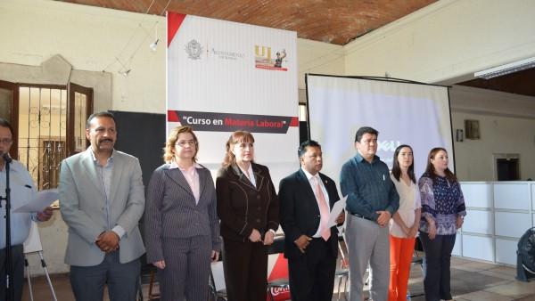 Autoridades del Poder Judicial y del Ayuntamiento pusieron en marcha el curso en materia laboral.