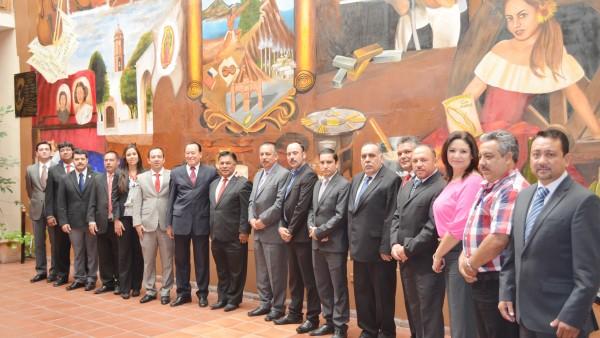 El Cabildo de Santiago Papasquiaro, en compañía el presidente del Poder Judicial del Estado.