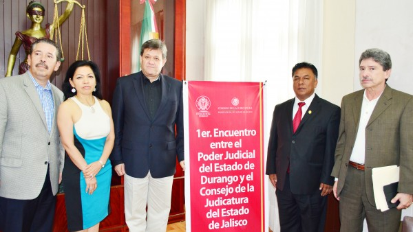 El Presidente del Poder Judicial del Estado, Apolonio Betancourt Ruíz, recibió a los consejeros de Jalisco.
