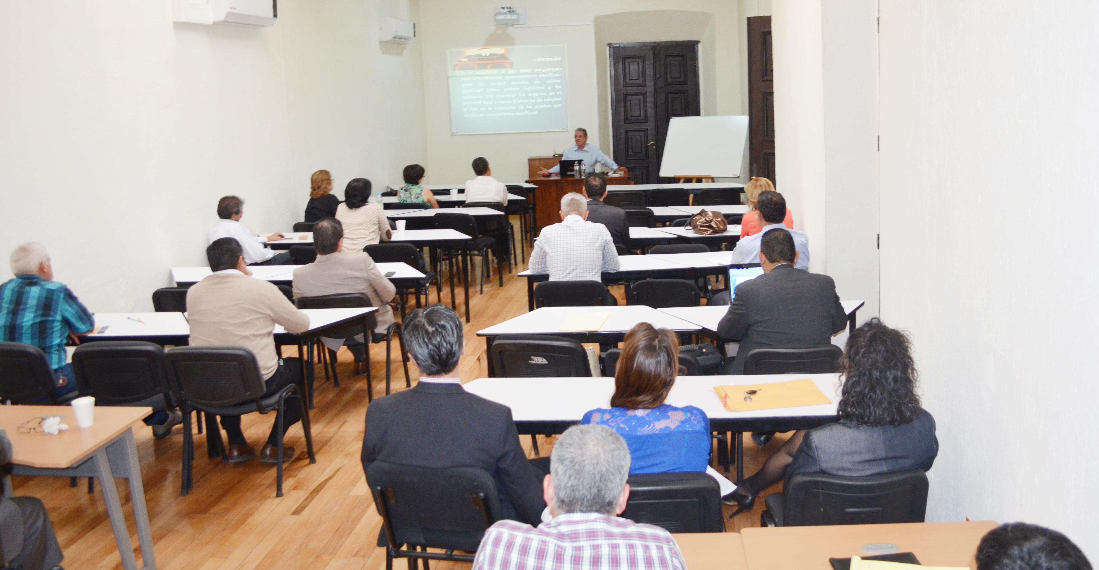 Funcionarios judiciales se capacitan en el análisis de la prueba