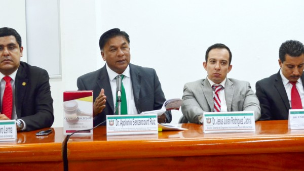 Magistrados y jueces de Durango presentaron el Código Nacional de Procedimientos Penales, en Túxpan, Veracruz.
