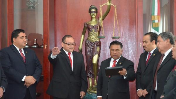 Rindió protesta como nuevo Secretario General de Acuerdos del Pleno del Tribunal Superior de Justicia el Dr. MAnuel Valdez Díaz.