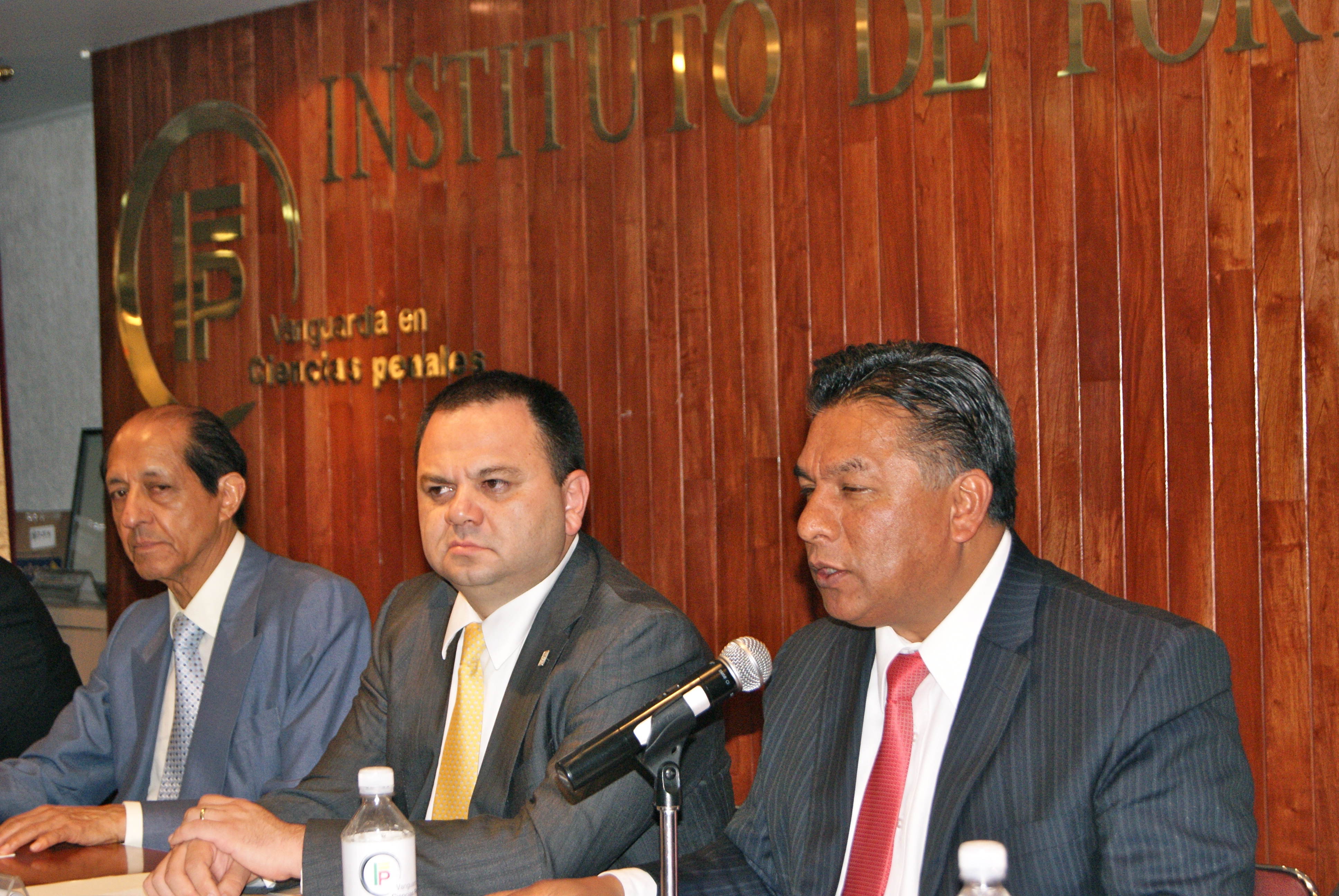 Jueces de Juicio Oral presentan su libro en el Distrito Federal